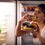 donne non dovrebbero mangiare di notte